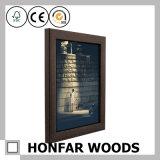 Bâti en bois classique de photo d'illustration de Brown pour la décoration à la maison