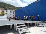 Le concert extérieur présente des étapes d'événement d'étapes d'école