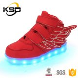 方法デザイン最もよい品質のダンスは翼の中国の工場が付いている子供LEDの靴ライトに蹄鉄を打つ