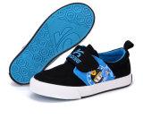 学校の子供009のためのかなり平らなズック靴