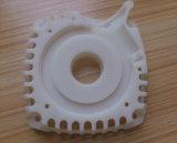 高精度のプラスチック部品を製粉するか、または切るか、または回すCNCのカスタム製造業