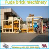 Bloc creux concret automatique stationnaire du couplage Qt4-25 faisant la machine