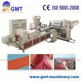 Producto plástico coloreado PMMA del azulejo de material para techos del PVC que saca haciendo la máquina