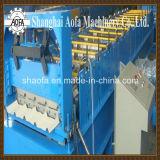 屋根ふきのパネルのための機械を形作るロール