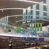 Decorativo schioccare in su la bandiera del tessuto, visualizzazione di pubblicità dell'interno della bandiera del tessuto