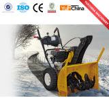 車輪が付いているガソリン機関または雪のシャベルが付いている強力な除雪車