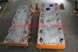 Metallo meccanico di perforazione del workshop che timbra lavorazione con utensili