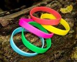 Silicones rougeoyants normaux aucun bracelet de produit répulsif de moustique de Deet