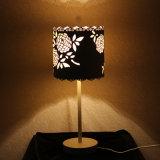 Sala de estar decorativo de ferro branco flor forma lâmpada de mesa de cabeceira
