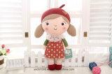 La felpa hecha a mano del juguete embroma la muñeca