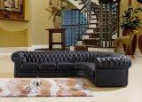 居間の家具の部門別のソファーデザインのための角のソファーが付いているチェスターフィールドの黒いソファー
