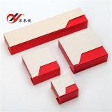 赤い特殊紙の宝石箱はリングのための磁石によってセットした