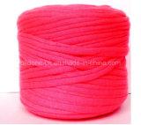 手の編むかぎ針で編む生態学的な綿のZpagettiによってリサイクルされる伸縮性があるTシャツヤーン