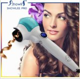 O melhor salão de beleza utiliza ferramentas o encrespador de cabelo do vapor