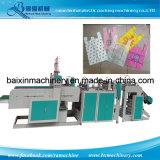 t-셔츠는 기계를 만드는 식료품류 비닐 봉투를 자루에 넣는다