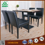 나무를 가진 공중 커피용 탁자 그리고 의자