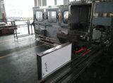 Insieme completo della fabbrica dell'acqua producendo l'imbottigliatrice dell'acqua minerale da 5 galloni