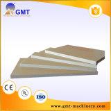 Espuma libre del PVC que pela el estirador plástico de la producción de la tarjeta que hace la máquina