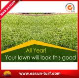 일년 내내 녹색에게 인공적인 잔디 정원사 노릇을 하기