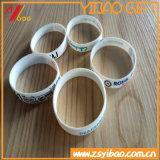 Vente en gros faite sur commande de bracelet de silicones de logo de type neuf
