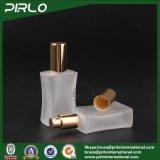 40mlは霧の在庫のスプレーヤーによって個人化された香水のガラスビンのねじによって詰め替え式の正方形の香水瓶を曇らした