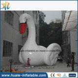 Гигантский раздувной рекламируя лебедь для сбывания