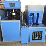 Gebildet China-in der halb automatischen kleinen Plastikwasser-Becken-Flasche, die Maschine herstellend durchbrennt