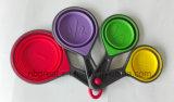 По-разному размеры и цветастые складные ложки чашки силикона установили