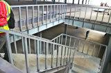 Magazzino della struttura d'acciaio con la piattaforma d'acciaio e tondo per cemento armato per la pavimentazione concreta