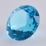 Машина сделала кристаллический пресс-папье диаманта