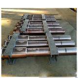 Il professionista ha forgiato le parti d'acciaio di pezzo fucinato dell'asta cilindrica per il generatore idraulico