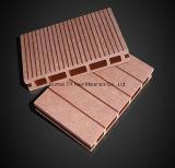 Tannelamellenförmig angeordneter Decking-Bodenbelag
