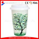 Taza de café de cerámica de la pared doble caliente al por mayor con la tapa del silicón