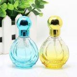 Женщины горячим благоуханием сбывания пустые сформировали стеклянную бутылку для дух