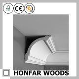 Modanatura della parte superiore del cornicione di legno solido della decorazione del soffitto della villa