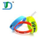 Bracelet promotionnel de bracelet de silicones de mode faite sur commande pour des cadeaux de promotion