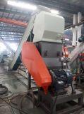 Überschüssiger Plastik, der Maschinen und Zerkleinerungsmaschine für das Zerreißen aufbereitet