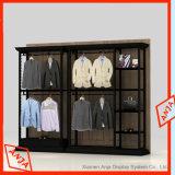 Visualización de la ropa del almacén de la ropa de la mercancía