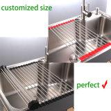 Enrouler la crémaillère de séchage d'assiette au-dessus du bassin