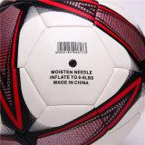 Balón de fútbol superficial granuloso colorido de campo de deportes