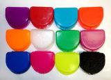 歯科歯科矯正学の12の保持器の総義歯のマウス・ガードの例の漂白剤の皿