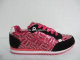 حذاء رياضة عربيّة حديثا لأنّ أطفال