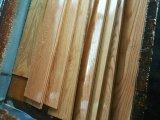 Suelo grande colorido de madera sólida del roble del tablón