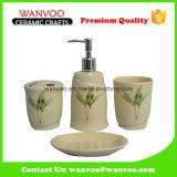 Рука покрасила комплекты ванны вспомогательные с круглым держателем зубной щетки на керамическом материале