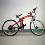 يخفى بطارية يشغل مدينة شاطئ طرّاد يطوي درّاجة كهربائيّة لأنّ رجل