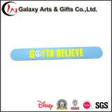 ギフトの広告としてカスタマイズされたロゴの普及したシリコーンの昇進の記念品のシリコーンの非難のブレスレット