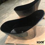 黒い人工的な石造りの衛生製品の固体表面の浴槽