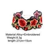 De Kraag van de Halsband van de Nauwsluitende halsketting van het borduurwerk nam Juwelen 162090 van Vrouwen toe