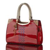 Woman Patent Hobo Handbagファッション・デザイナーの女性