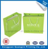 La mano del sacchetto di acquisto della carta kraft di alta qualità trasporta il sacchetto